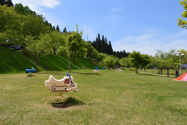 【西蔵王公園の芝生広場は県内随一!】テントや外遊び準備をしていこう