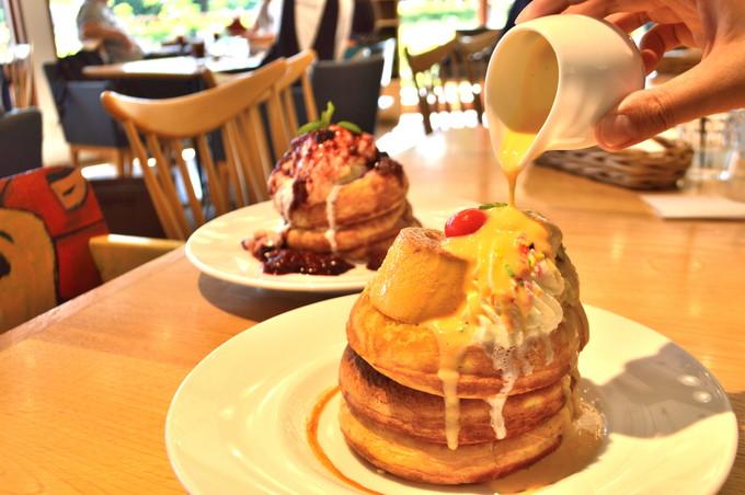ウフウフガーデン-パンケーキ-カスタードとミックスベリーのパンケーキ
