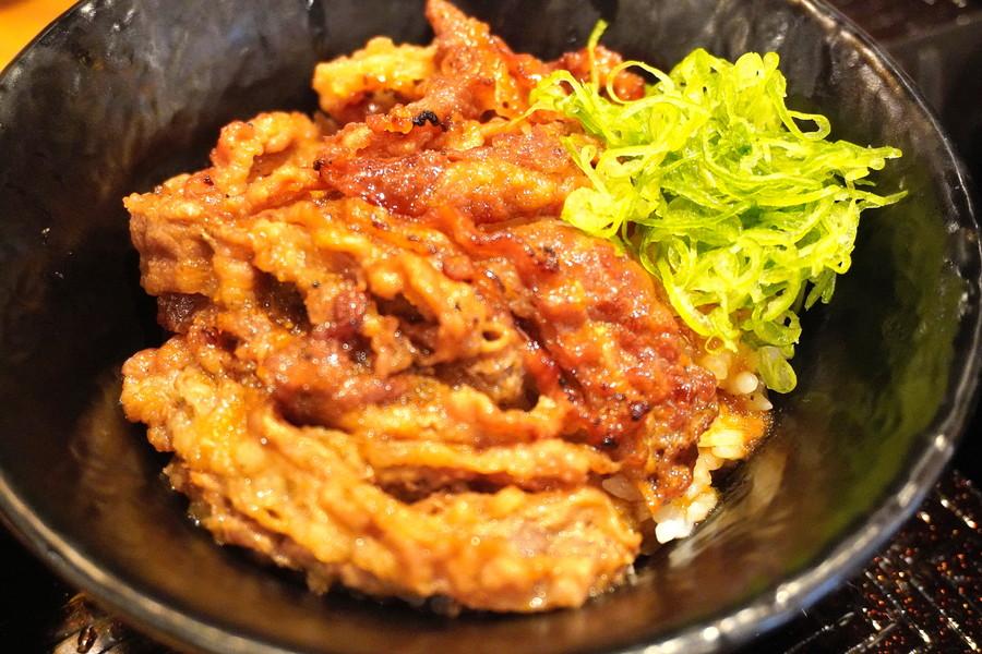 韓丼-メニュー-ミニカルビ丼とホルモンスン豆腐2