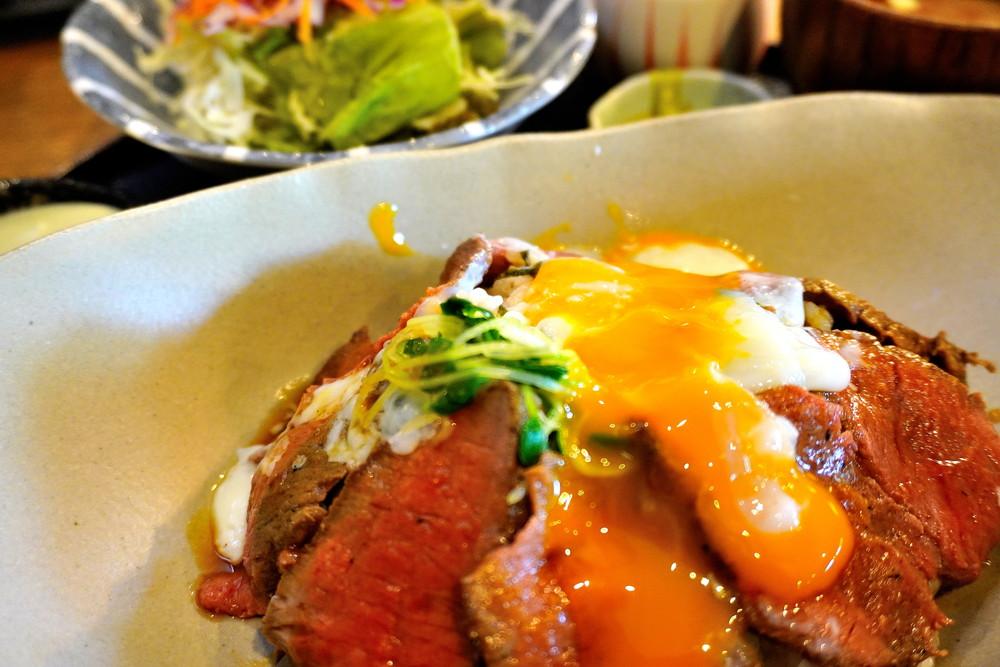 【食レポ】ヨスガカフェ(山形県山形市みはらしの丘)|限定の自家製ローストビーフ丼がやばいです!