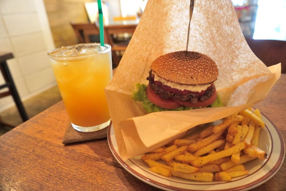 【食レポ】フレッジドバーガー「FLEDGED BURGER」(山形市東原町)|国産牛100%パティの人気店