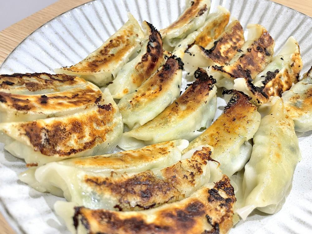 【食レポ】餃子の雪松(上山市軽井沢)|三代続く名店の餃子が24時間いつでも購入できます